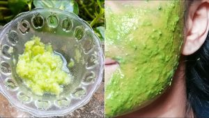 Smoothes Wrinkles - How To Make A Cucumber Face Mask